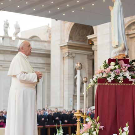 Papa Francisco convida peregrinos a «confiar-se» a Maria