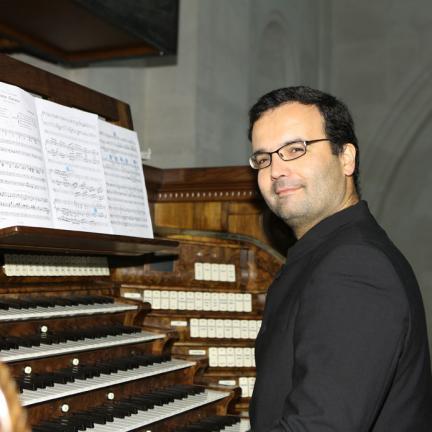 """Organista titular do Santuário de Fátima, é um dos vencedores do """"Prémio Internacional de Composição Órgãos do Palácio Nacional de Mafra"""""""