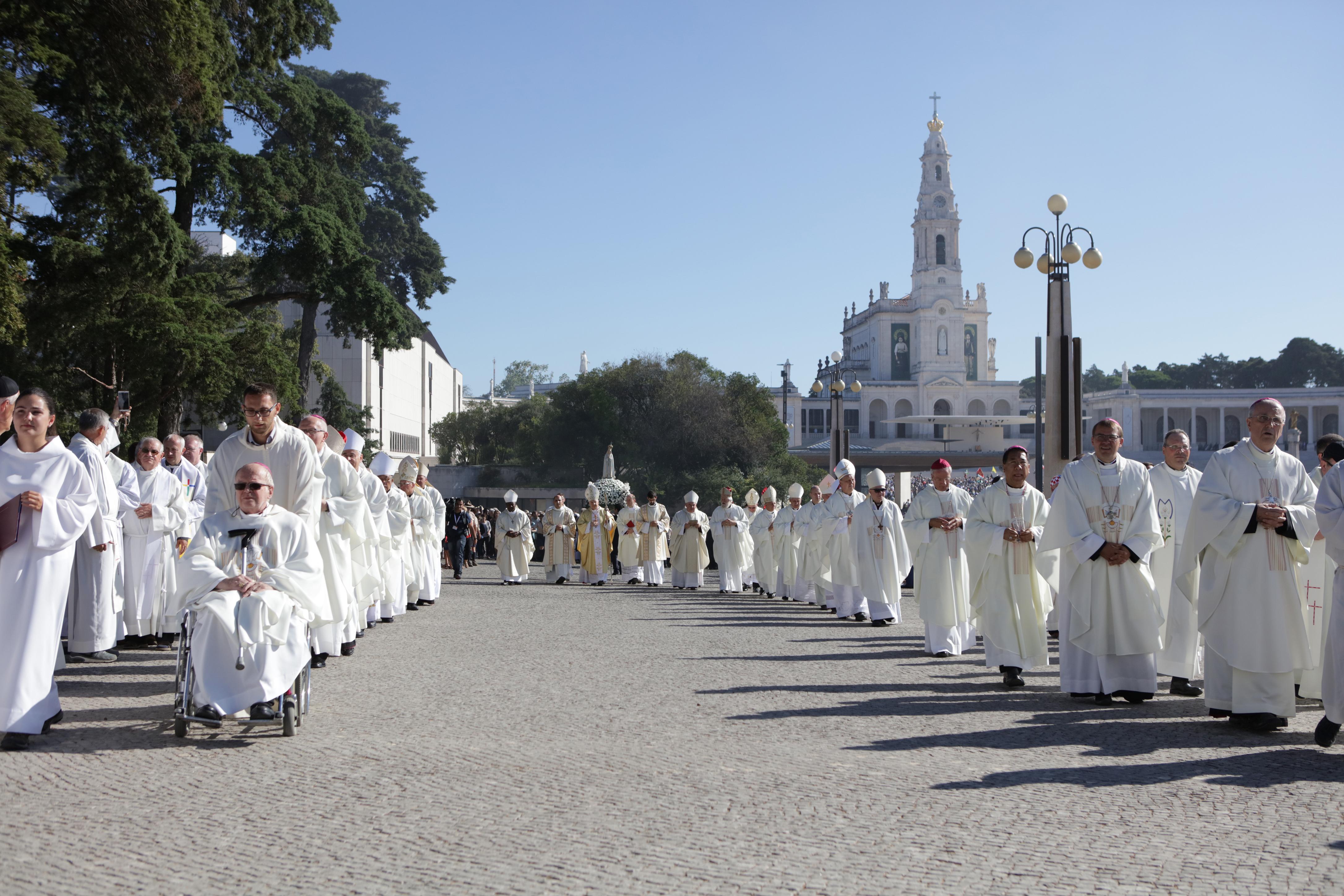 Resultado de imagem para sacerdotes fátima