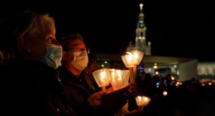 Reitor do Santuário de Fátima desafia peregrinos a acender uma vela e a unirem-se em oração pelo fim da pandemia e pela paz no Mundo
