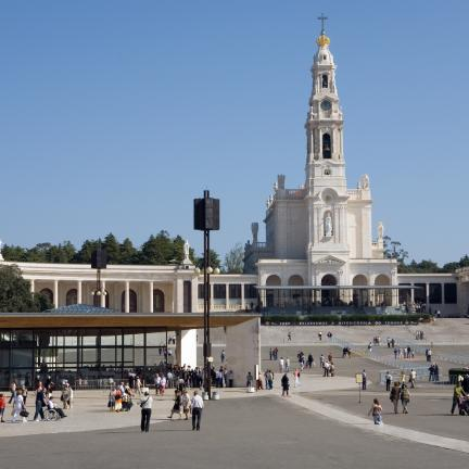 Pilgrims invited to live holiness from Fatima