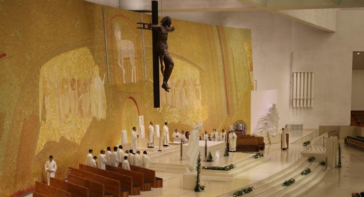 """Reitor do Santuário de Fátima considera que """"No Menino do Presépio, Deus identifica-Se com os pequenos, os deserdados, os pobres, os doentes e os que estão sós"""""""