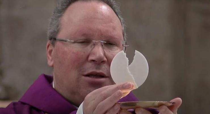 """Escuta atenta da Palavra e oração propostas como caminhos de """"transfiguração"""" pessoal"""