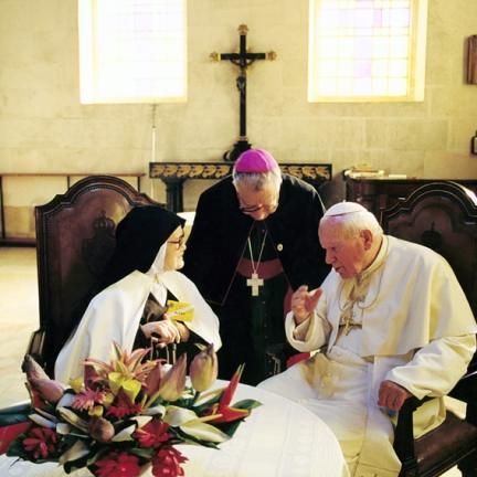 Irmã Lúcia, D. Serafim e João Paulo II