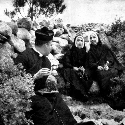 Irmã Lúcia, Madre Manuela de Brito e o Cón. José Galamba de Oliveira