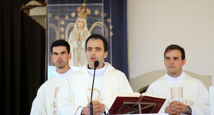 Primeiro padre cego ordenado em Portugal veio a Fátima consagrar o ministério a Nossa Senhora