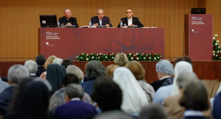 """""""Fátima abre caminhos para cá chegar e abre caminhos para quem daqui parte para a Igreja e para o mundo"""", considera cardeal D. António Marto"""