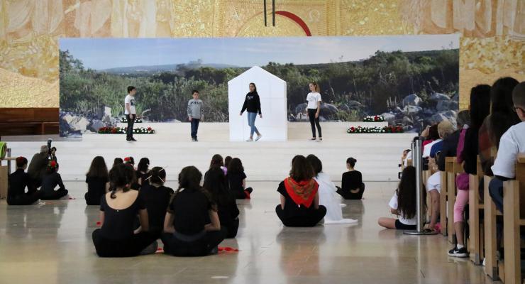 Encenação sobre a Capelinha das Aparições apresentou o tema da Peregrinação das Crianças