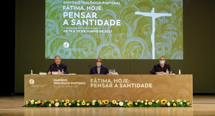 """Atas do Congresso Internacional do Centenário de Fátima - """"Pensar Fátima – Leituras interdisciplinares"""" estão disponíveis"""