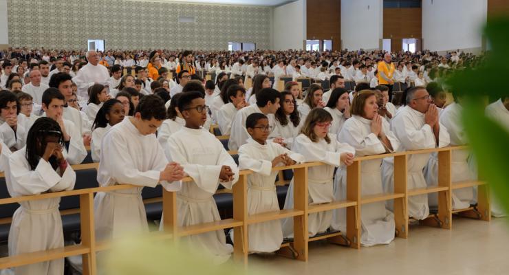 """Acólitos portugueses peregrinaram a Fátima para descobrir como passar """"da Missa à missão"""""""