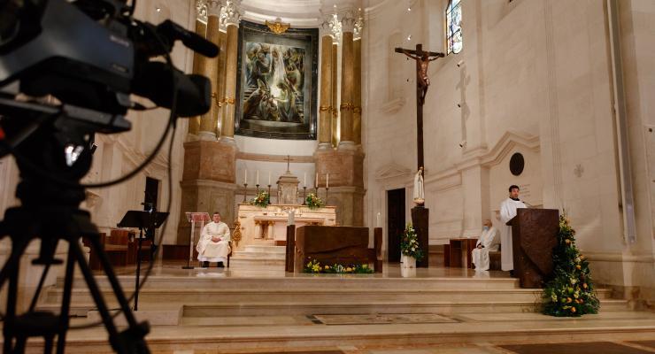 """Primeira Missa de Fátima sem peregrinos apela à unidade dos cristãos neste tempo de pandemia em que as """"pessoas estão primeiro que os números"""""""