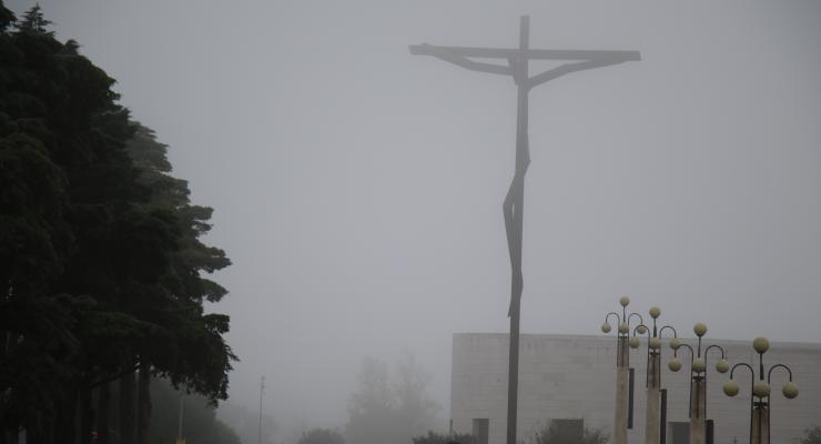 """A grandeza de um cristão """" mede-se pela atitude de serviço, por dar a vida por Jesus e pelos irmãos"""""""