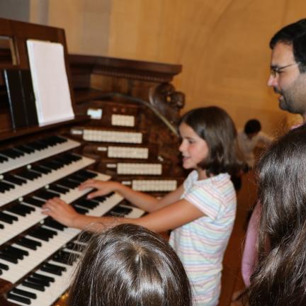 Jovens à descoberta do Órgão de Tubos da Basílica de Nossa Senhora do Rosário de Fátima