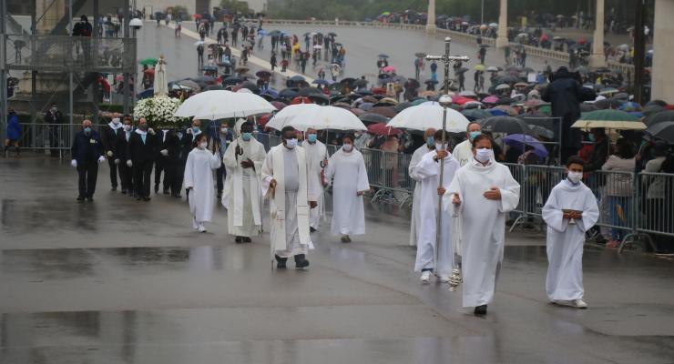 D. António Marto desafia cristãos a fazerem da comunhão um ato de consciência e não uma mera rotina