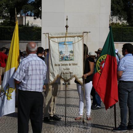 """Peregrinos de Fátima desafiados a """"servir e a dar a vida pelo outro"""""""