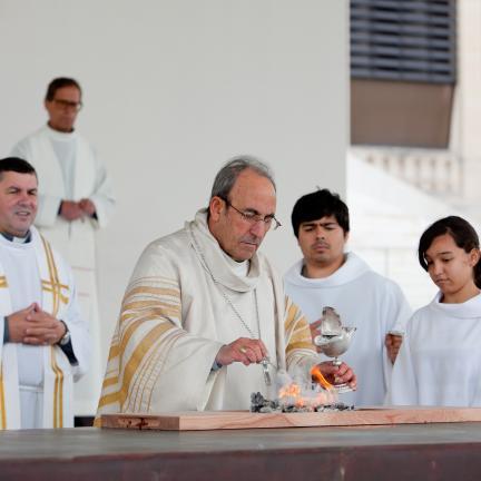Obispo de Leiria-Fátima presidió la dedicación del nuevo altar del recinto de oración del Santuario