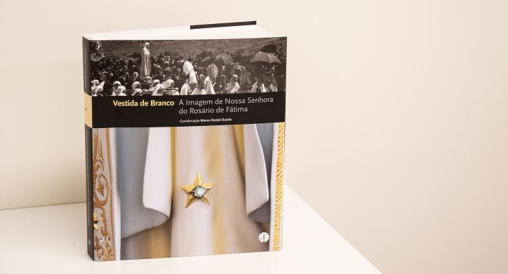 """Santuário de Fátima publica catálogo da exposição """"Vestida de Branco"""""""