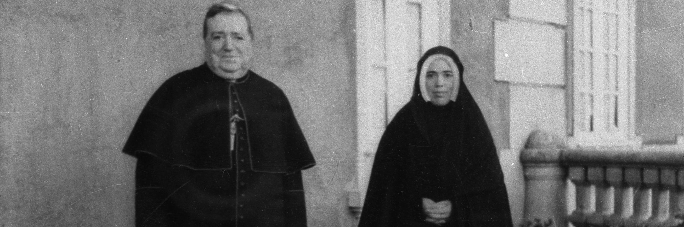 Lucia com o bispo.jpg